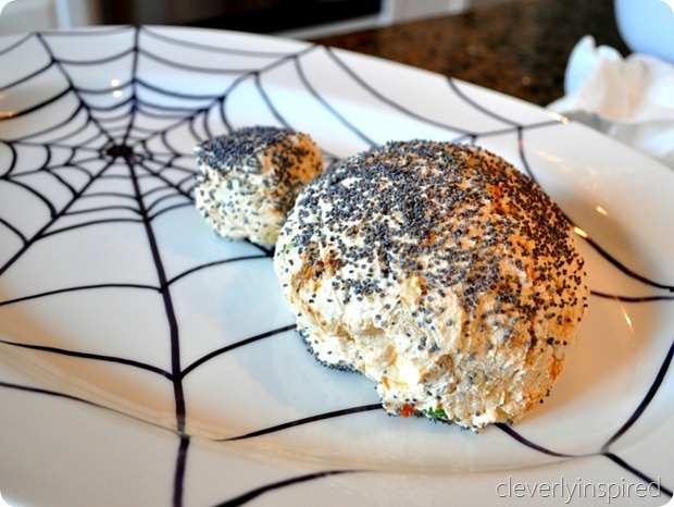 spider cheese ball (halloween appetizer) @cleverlyinspired (2)