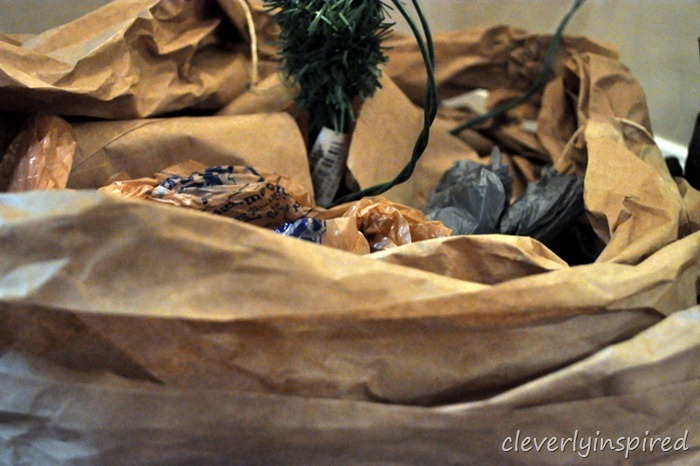 kraft paper tree skirt DIY @cleverlyinspired (2)