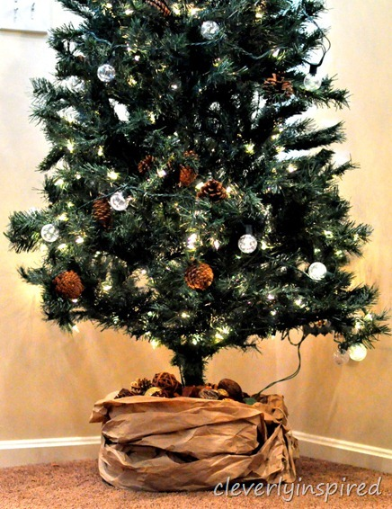 kraft paper tree skirt DIY @cleverlyinspired (5)