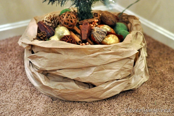 kraft paper tree skirt DIY @cleverlyinspired (7)