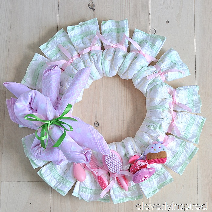 Diy diaper wreath diy baby shower decoration for Baby clothesline decoration baby shower