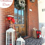 traditional-outdoor-Christmas-decor-cleverlyinspired-10.jpg