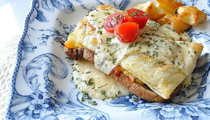 Kentucky Hot Brown Baked Sandwiches (Derby Party Food)
