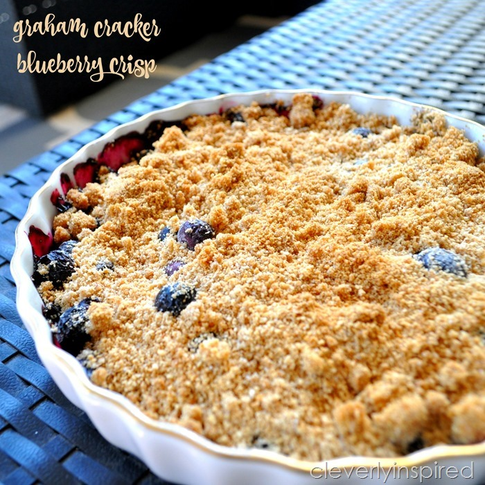 graham cracker blueberry crisp @cleverlyinspired (4)